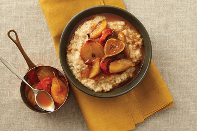 Oatmeal with Agave In The Raw Pear Compote